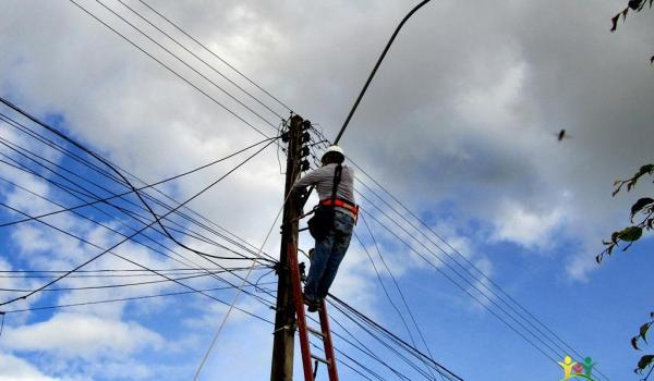 Imagens da Prefeitura Municipal Realiza Manutenção na Iluminação Pública da Cidade