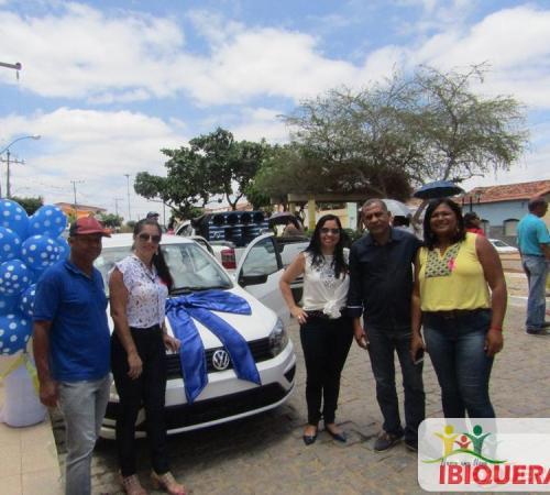 O prefeito Ivan Ivan Almeida entregou dois carros 0Km adquiridos com recursos próprios ao Município
