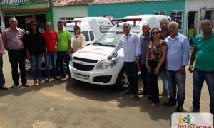 Prefeito de Ibiquera Ivan Almeida consegue uma nova ambulância para o município junto ao governo do estado