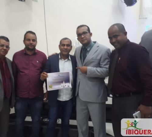 """Prefeito Ivan Almeida recebe título """"Amigo Benemérito da Igreja"""" na Sede da Igreja Evangélica Assembleia de Deus em Nova Redenção-Ba"""