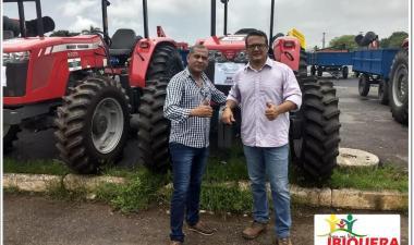 Prefeito Ivan Almeida recebe trator novo para o município de Ibiquera através de emenda parlamentar