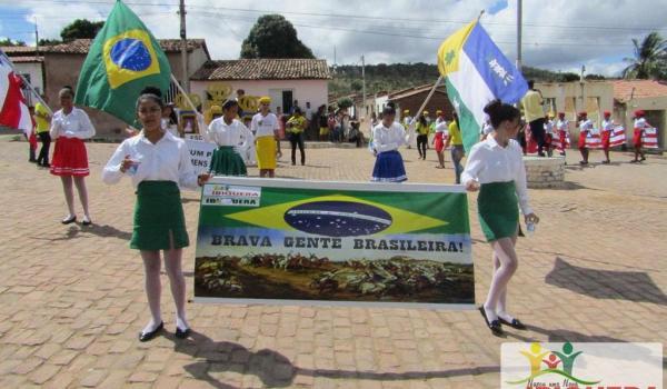 Prefeitura Municipal e Secretaria de Educação Realizam mais uma vez o Desfile Cívico de 7 de Setembro