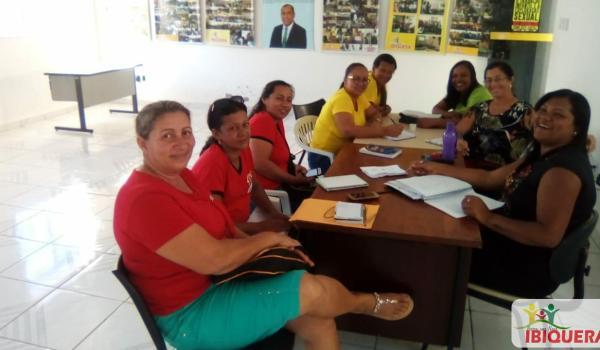 Secretaria Municipal de Educação promove reunião para o resgate do 7 de Setembro em Ibiquera.
