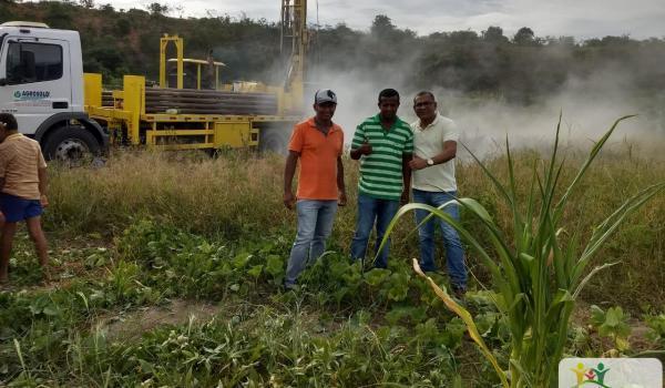 Sindicato dos Trabalhadores Rurais de Ibiquera consegue poço artesiano para a comunidade do assentamento Munduri e tem apoio do prefeito Ivan Almeida para perfuração.